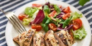 Filet z kurczaka w domowym papirusie z sosem serowym