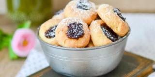 Serowe ciasteczka z marmoladą