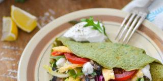 Pietruszkowe naleśniki z warzywami i omletem