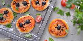 """Mini pizze  z """"pająkiem"""
