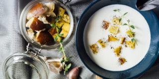 Zupa serowa z serkiem gouda i grzankami ziołowymi