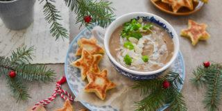 Kremowa zupa z suszonych grzybów z gwiazdkami z patelni