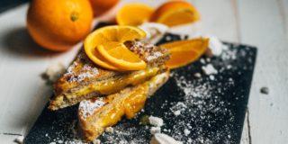 Tosty francuskie z serem gouda z konfiturą pomarańczową