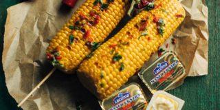 Kukurydza grillowana z masłem czosnkowym z chilli i kolendrą